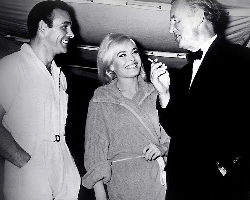Sean-Connery-with-Ian-Flemming-on-the-set-of-Goldfinger