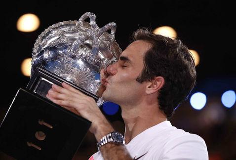 Roger-Federer-suma-su-vigésimo-Grand Slam-y-su-sexto-título-en-el-Open-de-Australia