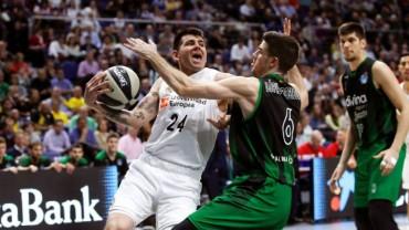 Deck entra a canasta defendido por López Aróstegui