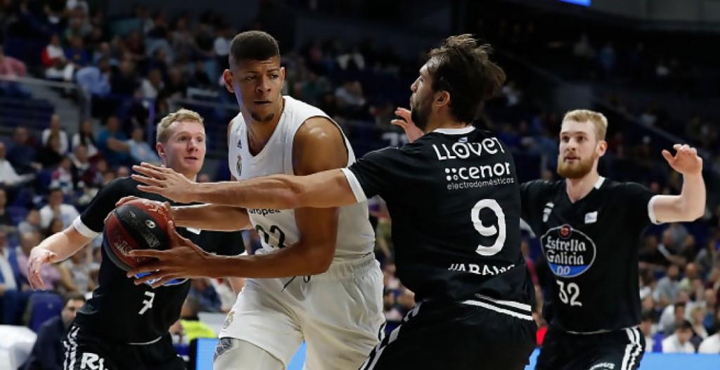 Llovet trata de frenar a Tavares