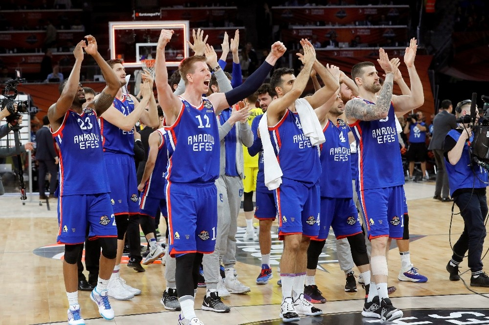 ANADOLU EFES, EUROLEAGUE'DE FİNALDE TURKİSH AİRLİNES EUROLEAGUE FİNAL-FOUR: FENERBAHÇE BEKO: 73 - ANADOLU EFES: 92