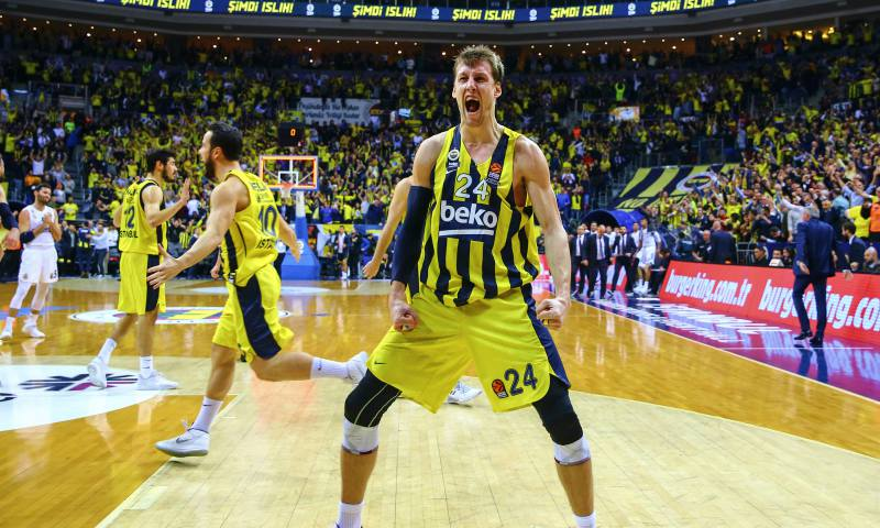 Jan Vesely celebra triunfo contra Real Madrid