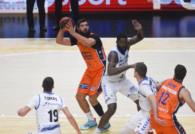 Dubljevic se libra de Okouo antes de lanzar