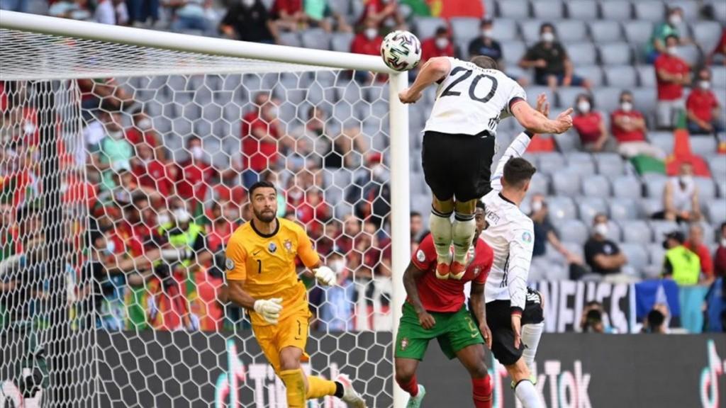 Gosens remata de cabeza el cuarto gol a Portugal