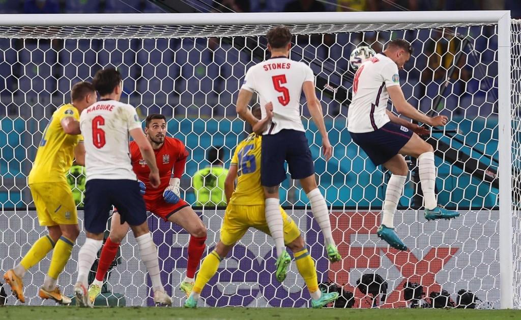 Henderson cabecea el cuarto gol de Inglaterra a Ucrania